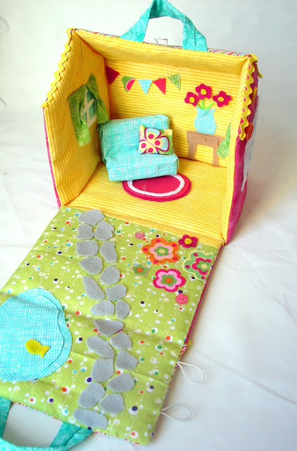 How to make a fabric dollhouse | StuffedParty.com | The