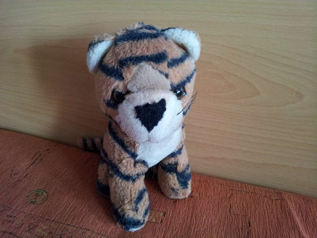 Plush tiger toy helped real tiger orphaned cubs heal