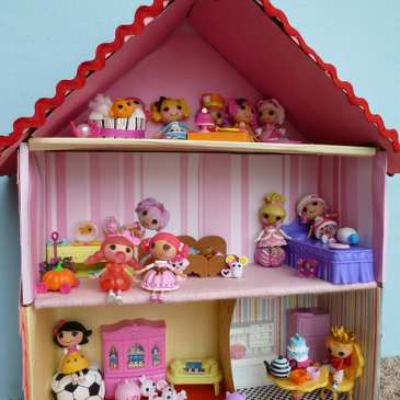 Making a dollhouse for stuffed animals