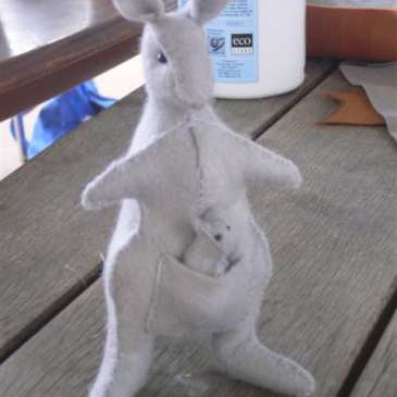 How to make a stuffed kangaroo
