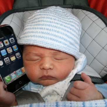 Babies start to use technology from too early