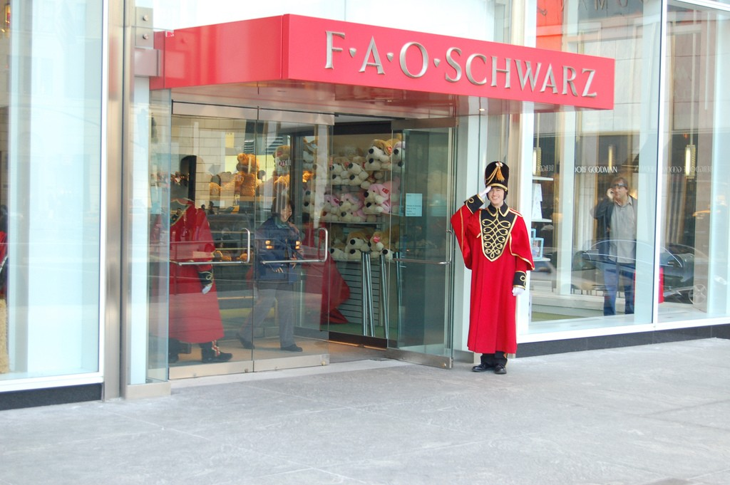 FAO Schwarz is coming back to New York again