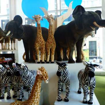 What will happen with the stuffed animals after FAO Schwarz closes