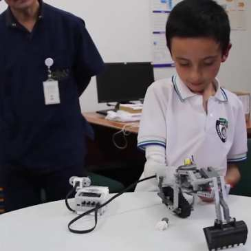 A prosthetic arm and four other cool LEGO projects