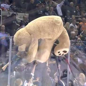 Edmonton Oil Kings' Teddy Bear Toss breaks records