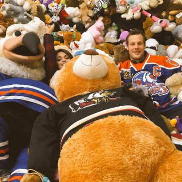 Watch nearly 8000 teddy bears take over the ice at the Condors' game
