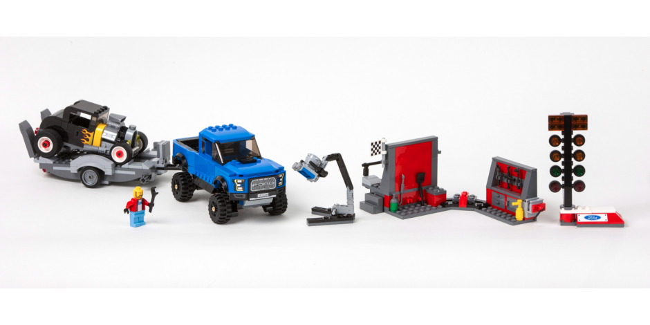 LEGO Ford F-150 Raptor set