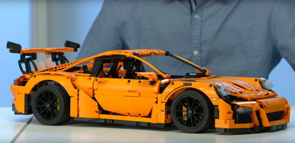 LEGO shows off the huge Porsche 911 GT3 RS scale model kit