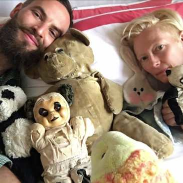 Amy Schumer reveals her stuffed animal collection (video)
