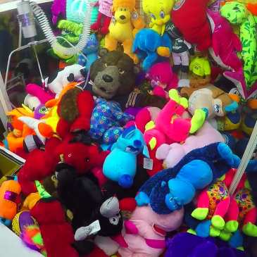 Chicago Bears' mascot Staley pranks kids in a claw machine with stuffed animals