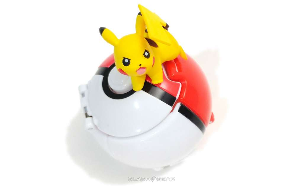 Throw 'n' Pop Poke Ball with Pikachu