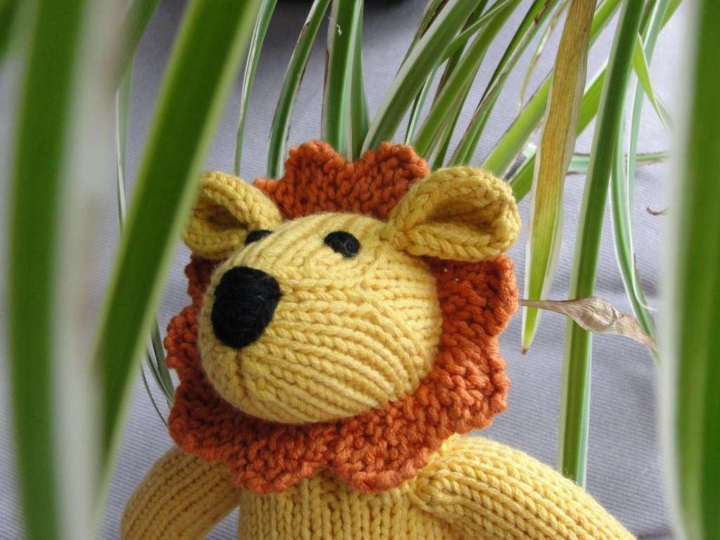 How to make a crochet stuffed lion
