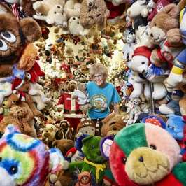 Jackie Miley receives a Guinness World Record for the biggest collection of stuffed toys