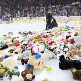 The Bakersfield Condors set a new Teddy Bear Toss record