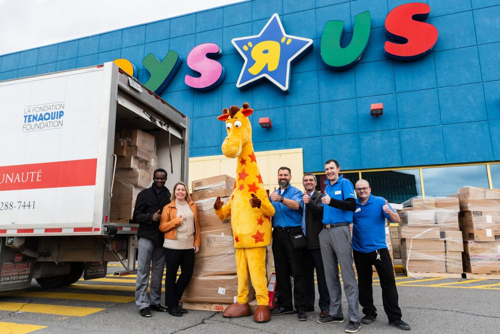 Toys R Us Canada donates more than 700 000 toys